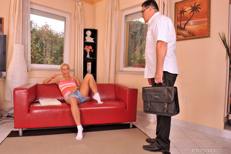 отрахал хозяйку гостиницы фото